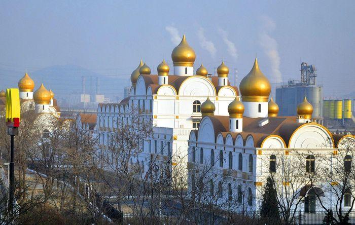 Административный центр в Пекине в виде православного храма