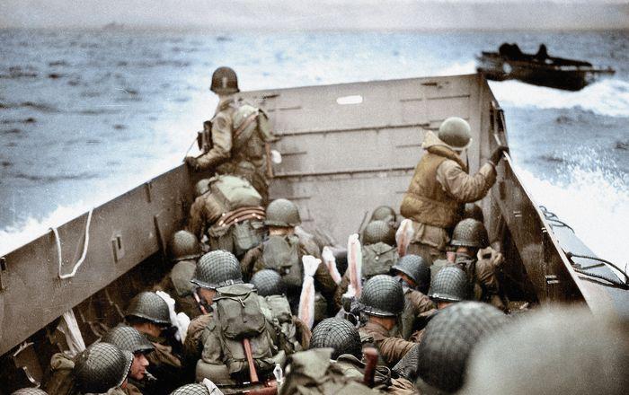 Американский десантный катер приближается к Омаха Бич