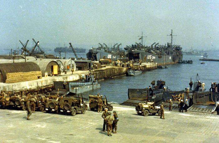 Английский порт во время подготовки операции Нептун