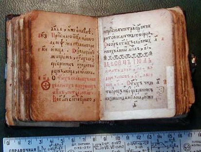Миниатюрная книга ХVII века Святцы