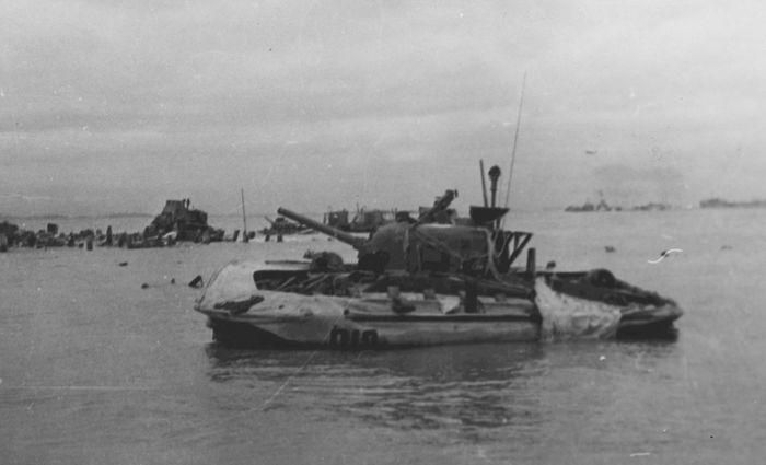 Плавающий танк-амфибия Sherman в Нормандии