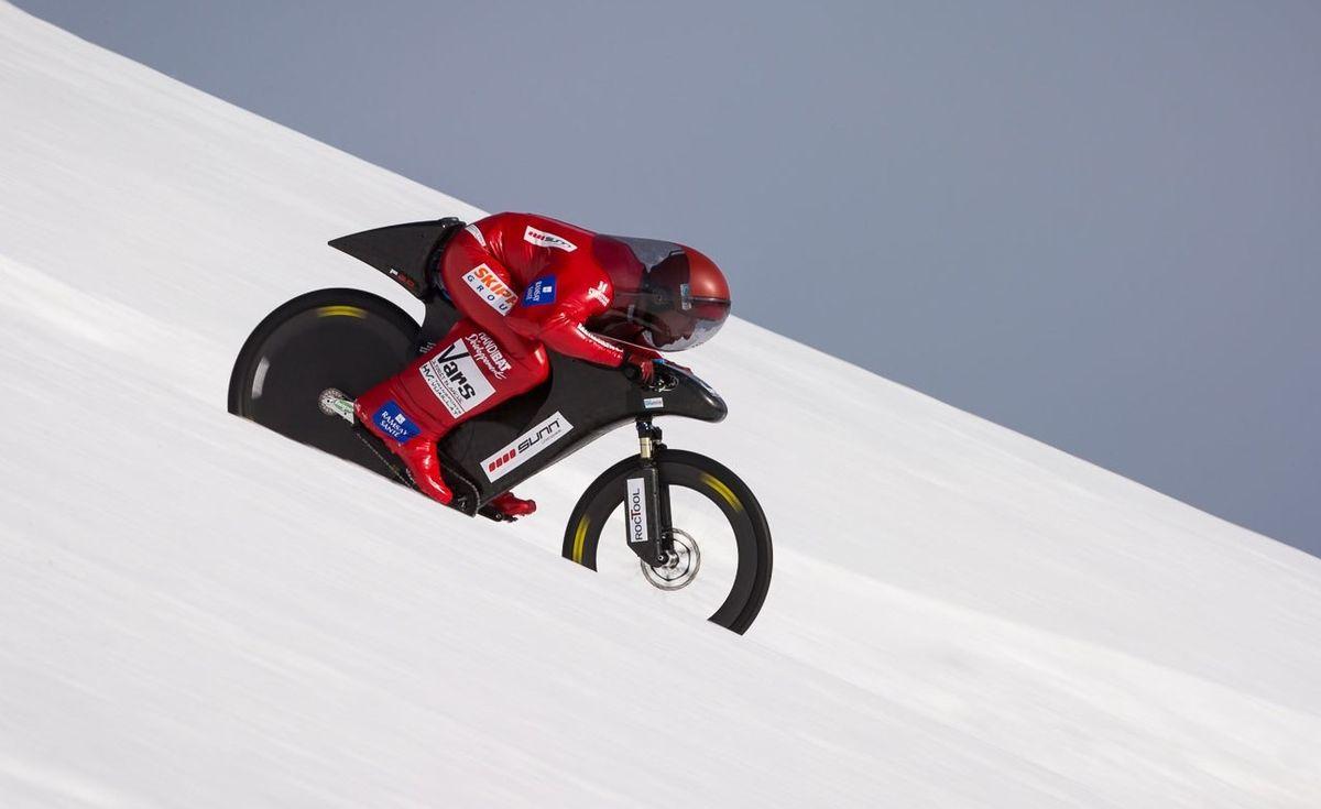 Eric Barone ставит рекорд по снежному даунхиллу на велосипеде