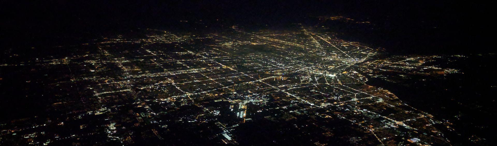 Фото умирающего Детройта в ночи с борта самолета