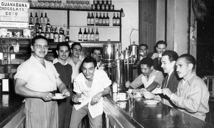 1940е Гавана, мужчины в кофейне