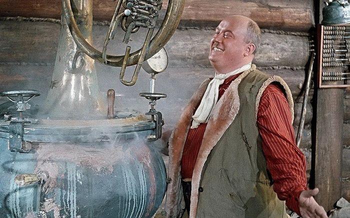 История самогоноварения, кадр из советского фильма Самогонщики