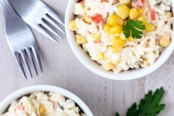 Классический рецепт крабового салата с кукурузой и крабовыми палочками