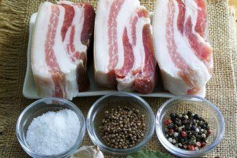 Как засолить сало с чесноком и специями