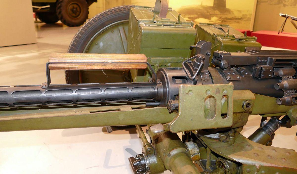 Крепление пулемета КПВ на колесном станке Харыкина
