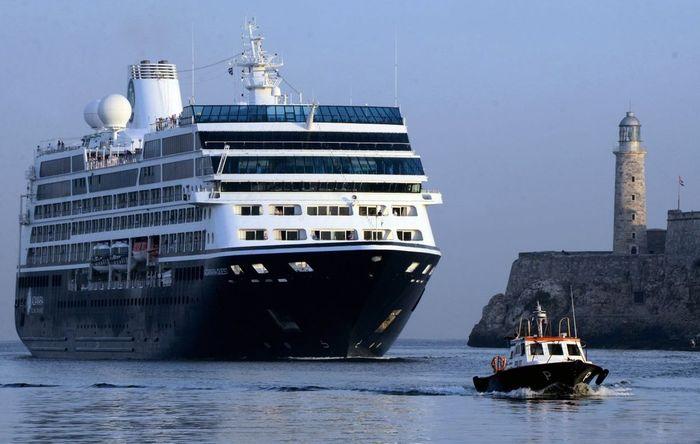 Океанский круизный лайнер в порту Гаваны на Кубе