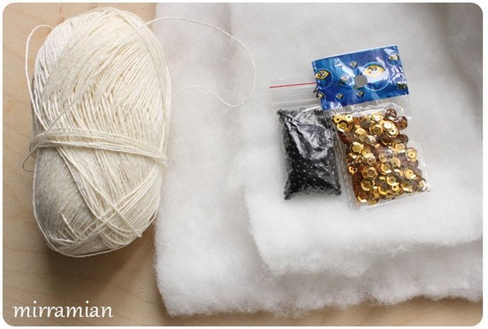 Нитки, синтепон и бисер для новогоднего ангела