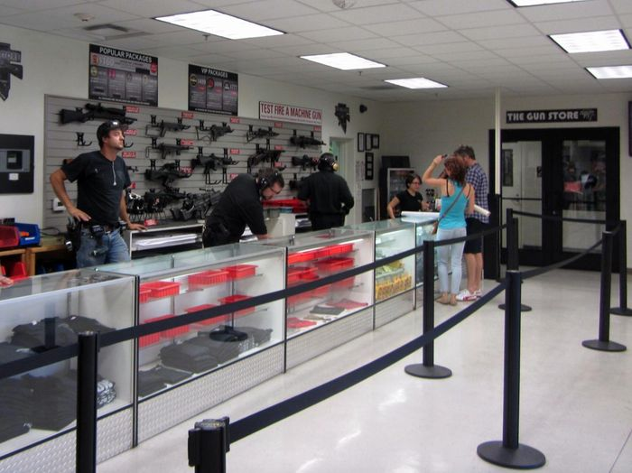 Внутри оружейного магазина в Лас-Вегасе