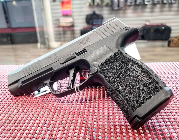 Пистолеты в оружейном магазине в США
