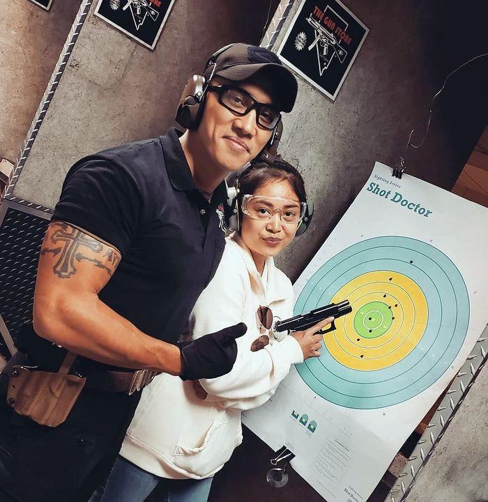 Стрелковый тир при магазине The Gun Store, США