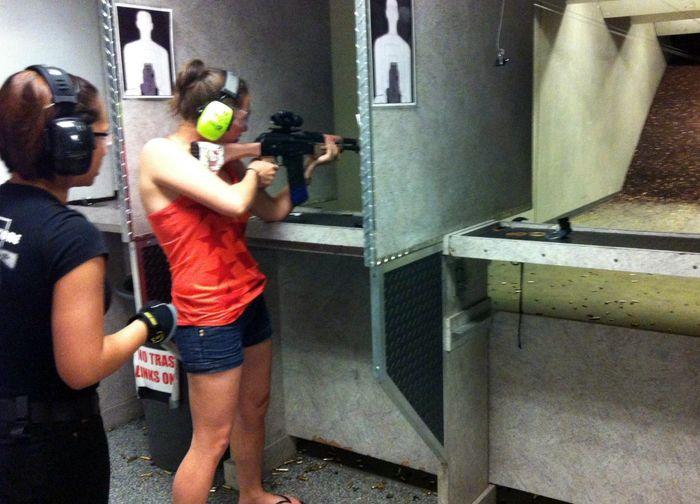 В тире оружейного магазина в Лас-Вегасе можно пострелять из любого оружия