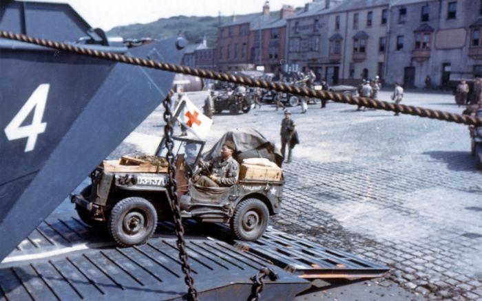 Погрузка американских войск на десантные суда в Каслтаун операции Нептун