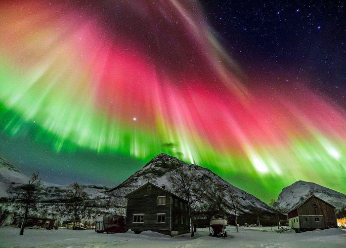 Полярное северное сияние - одно из самых красивых явлений природы