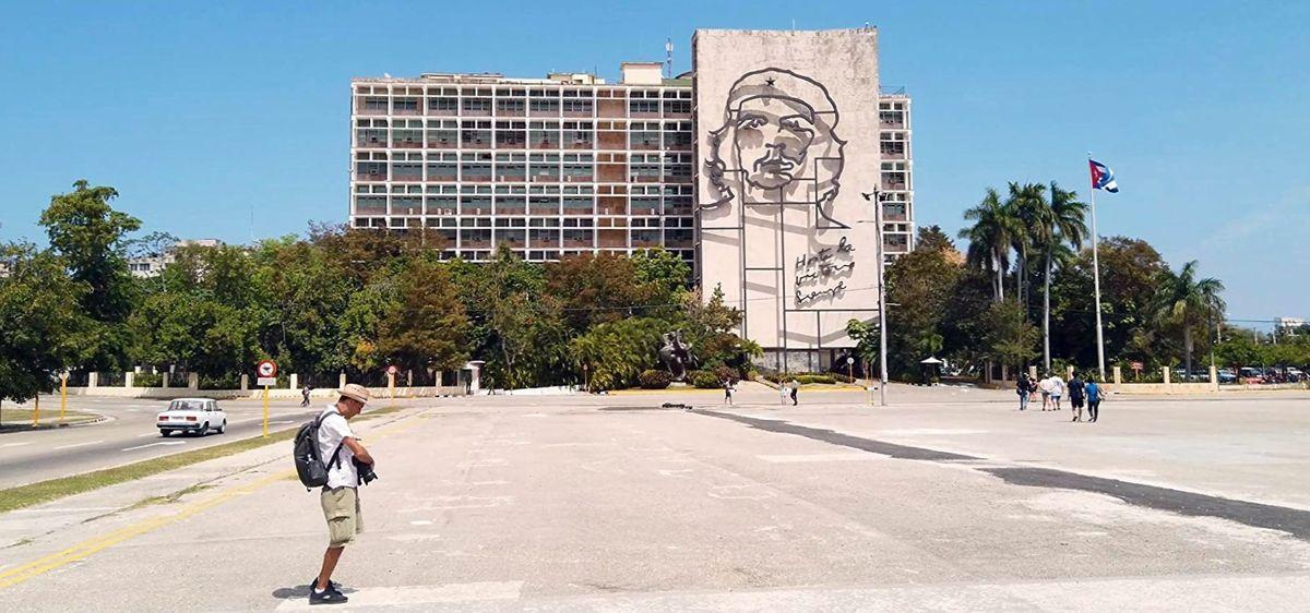 Портрет Че Гевары на стене дома в Гаване