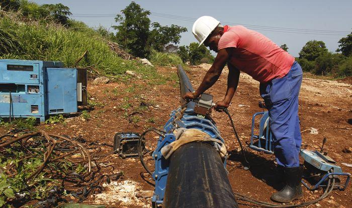 Прокладка нового водопровода на Кубе