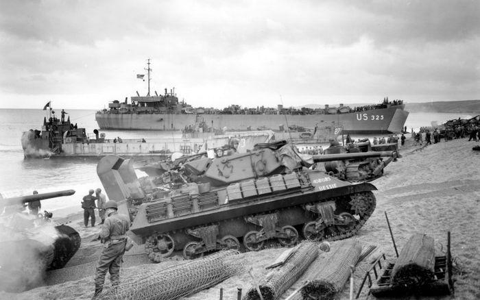Репетиция высадки на песчаные пляжи батальона истребителей танков M10