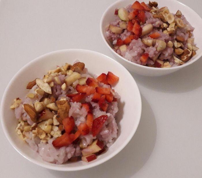 Рецепт сочива из риса с яблоками, орехами и клубникой