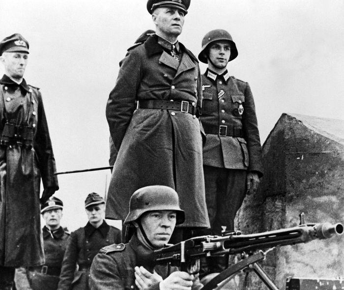 Эрвин Роммель инспектирует береговую оборону Нормандии