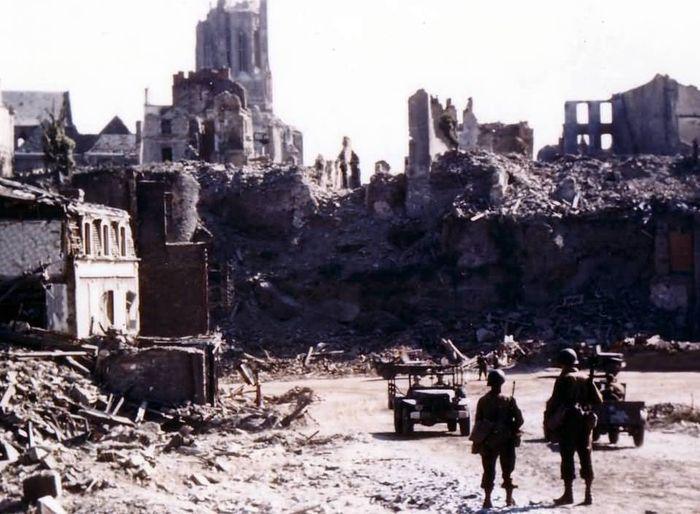Руины города Сен-Ло лето 1944 года