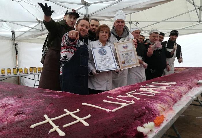 Самая большая порция селедки под шубой на гастрономическом фестивале в Москве