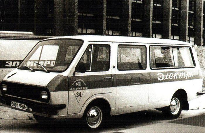 Советский электрический микроавтобус РАФ-2204