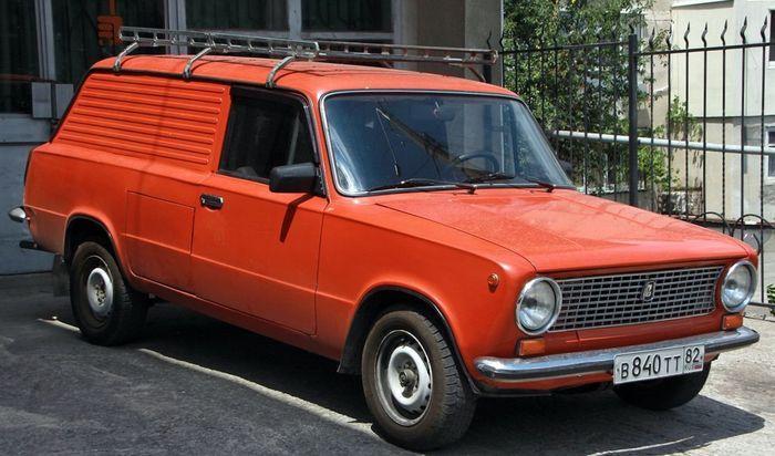 Советский электромобиль ВАЗ-2801 в Крыму