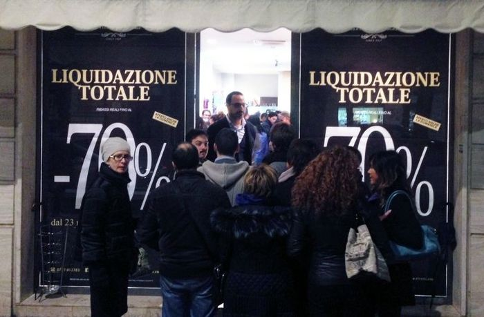 Liquidazioni - тотальные распродажи в магазинах Рима