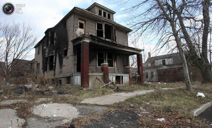 Брошенные сгоревшие дома в пригородах Детройта