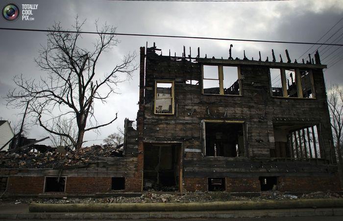 Руины сгоревшего дома в Детройте