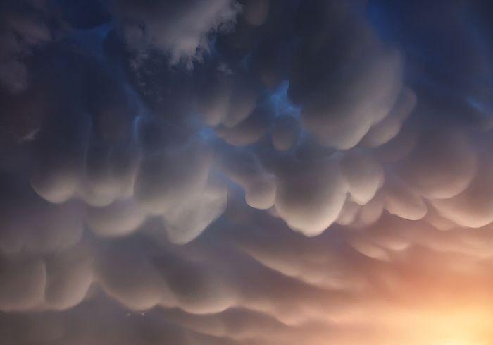 Вымеобразные облака над Гималаями