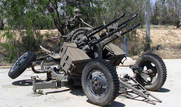 ЗПУ-4 - счетверённая 14,5-мм зенитная пулемётная установка в боевом положении